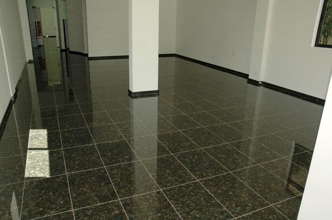 Obra com piso de granito verde ubatuba vsb piso de granito for Colores de granito verde