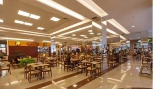Shopping com piso de Granito Branco Ceara com detalhes em Granito Vermelho Brasília