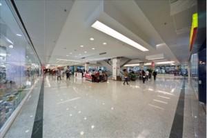 Shopping com piso de Granito Branco Marfim